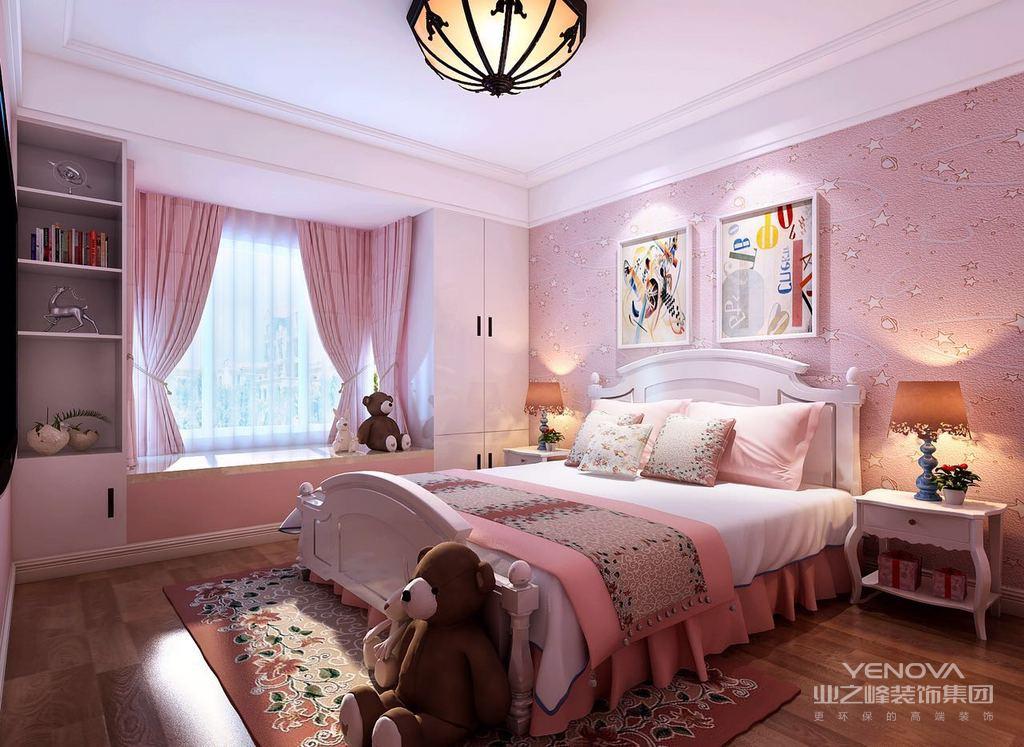 这套北欧风格的设计,少了传统家具的繁杂,在功能上追求完善;利用直角的线与面勾勒出简单美,体验生活的极致简单。素色的格调展现出卧室的质朴、舒适、干净。内容更是个性十足,演绎着生活的乐趣。本方案的客户是一对30岁的夫妻带着两个孩子,孩子是一个男孩一个女孩,客户把两个大房间留给了孩子然后把最小的房间留给了自己,这样的话家里就没有了客卧,所以在设计的时候果断的把衣帽间扩大改成了客卧。客厅的电视背景利用护墙板做了一个整体的造型,把卧室的门直接做成了隐形门的处理,中间用咖色的硅藻泥收口,独特大气。餐厅单独做了个休闲