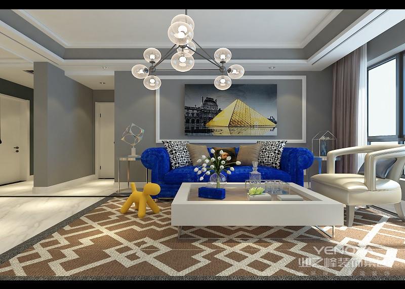 客厅电视墙在打底的浅灰上,装饰了白色的石膏线墙板,营造出细腻的凹凸立体感;嵌入的香槟金镜面,折射着空间的橙黄,愈加有着耀眼的光彩;