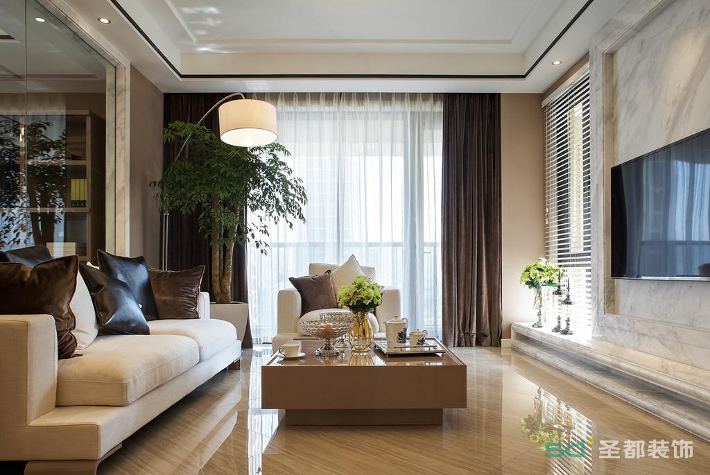 客厅极具现代感的台灯,搭配金属感的茶几,和深色的窗帘一深一浅相呼应。