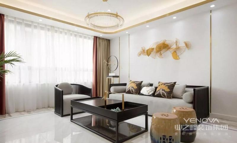 """客厅,在黄铜元素""""金""""的面前,白色调与木元素,成为了最具包容性的铺垫。"""