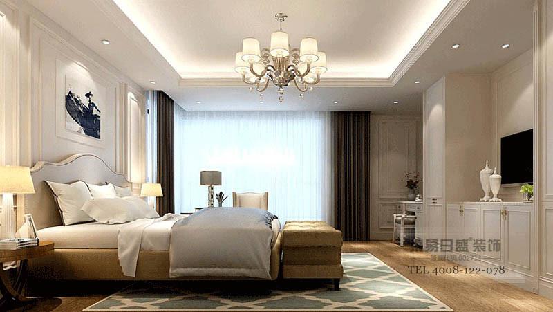 米色石膏背景墙简单却造型感墙,与镶金地欧式家具让家温馨有调,花卉地毯更是衬托出雅致。