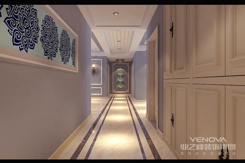 玄关设计了储物柜,白色调的柜门与门饰呼应;墙面以米黄色漆刷,色调与复古拼花地面相近,空间温和中透着简净。