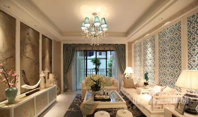推开门,迎面扑来的是浓郁的空灵而温馨的家的气息。