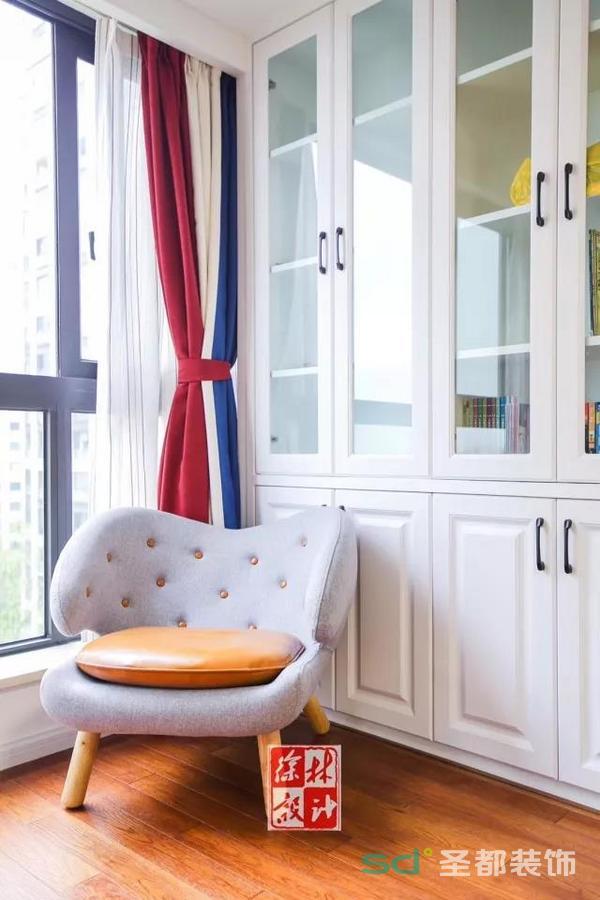 卧室一角,一把有质感的椅子就能显示出主人的不凡品味