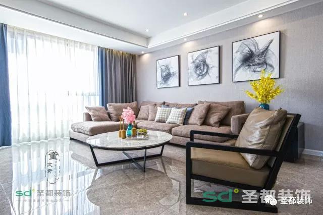 宽敞的客厅,大气的家具摆件