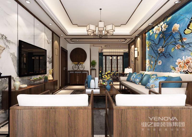 渲染出厚重底蕴的复古情调,搭配着古典的圈椅、四方矮几和曲脚花几,将中式的古韵彰显淋漓;实木结合皮质的沙发,则让古典中多了一些现代雅致,使空间更能满足生活的舒适休闲。