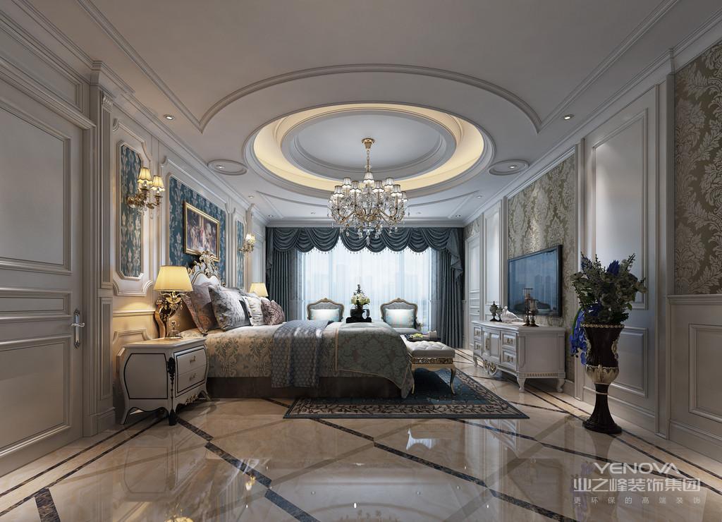 卧室在材质和色调的营造下,流露着朴质温和的空间氛围。印花的使用,与落地窗外的自然意趣盎然的呼应,空间回归到了恬静、舒适的环境中。