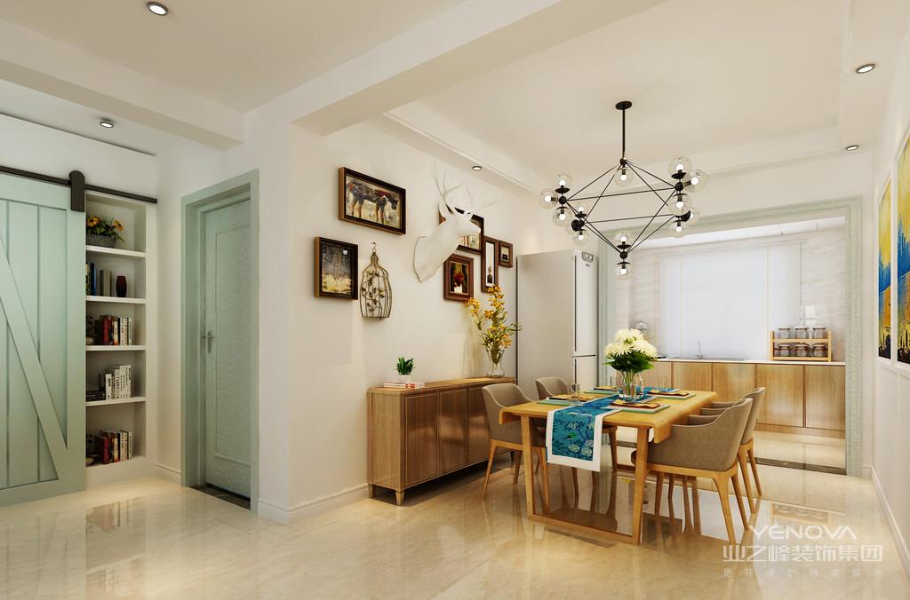 餐桌椅就像那故意做旧处理的木质长桌,一股浓浓的朴质素雅感呈现出来;墙面漆刷了米色和浅粉色,加上窗帘的深蓝色,清新温和。