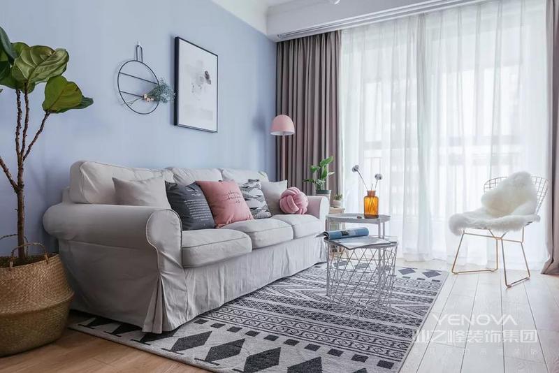 客厅,花纹地毯是时尚之家的绝对首选,带来沙发所没有的乐趣和质感。