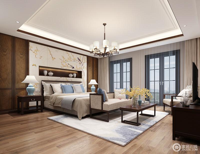 宽敞阔朗的卧室,带着有序的节奏感;深浅的色调相互配合,自然元素的清新点缀及呼应,氤氲出一室的盈盈暗香,清雅脱俗间透着古典婉约之美。