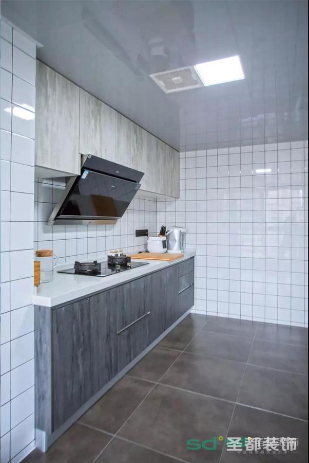 俗话说没有烟火气的地方,是没有家的味道的!说到厨房的实用性,收纳是必须要谈的
