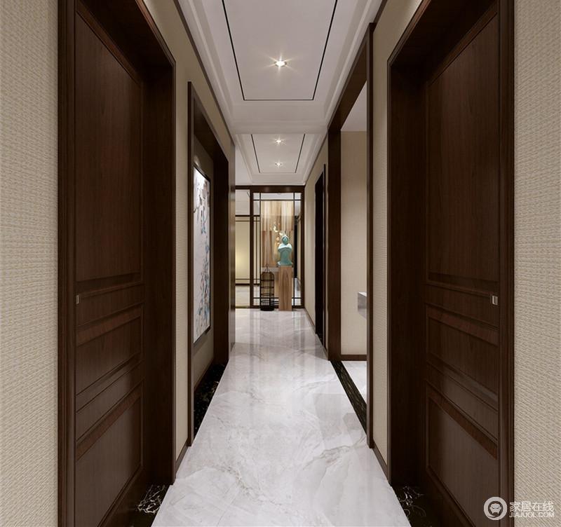 深色的实木门板配上浅灰色壁纸,灰白理石地面铺陈,走廊显得深邃而悠长;端景处玻璃隔断前,石雕人像与鸟笼摆件安静凝和,空间充满了中式的清幽佛意。