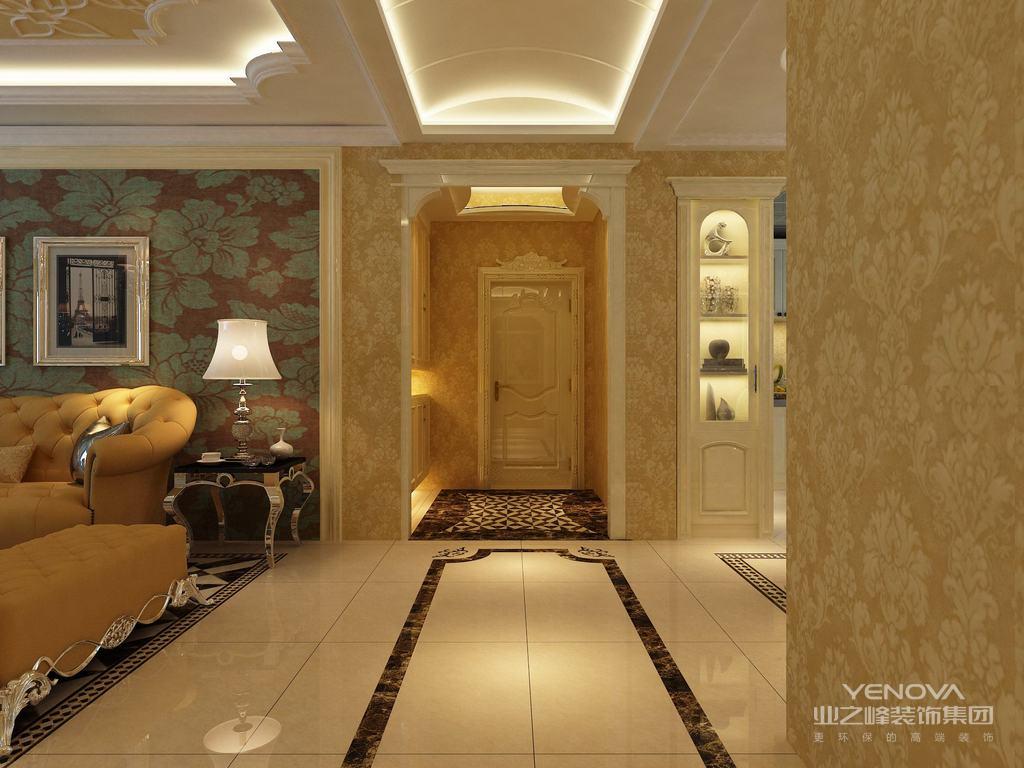 玄关走廊地面上,抢眼的拼花色块宛如地毯般的延展,给人一种入户的尊贵感;同时拼花与两厅地面对比,无形中划分出空间区域。