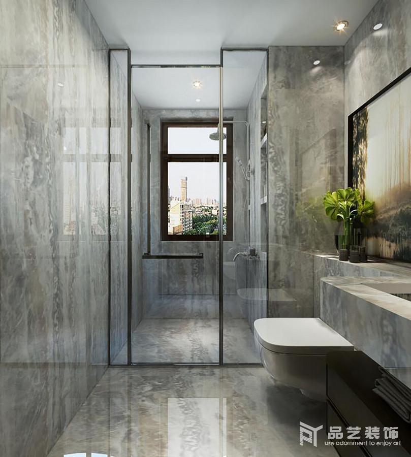 卫生间以灰色水泥来铺贴空间,直线型的设计更为整洁现代;淋浴室内通过墙体搁出来的收纳台,让沐浴更便捷和实用,加上干湿分区的设计,也愈发自在;悬挂式盥洗台设计简单粗犷,让生活多了工业冷冽,也还原了一个朴质无瑕的生活。