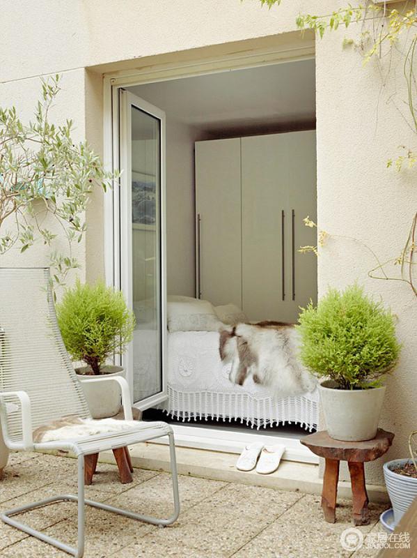 白色与原木色搭配家 色调柔和舒适自然
