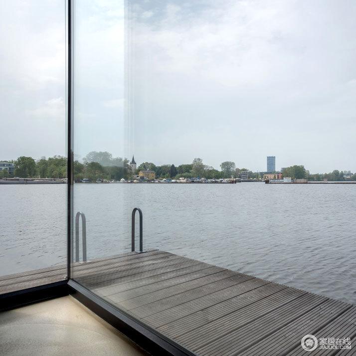 柏林现代游艇式美家 门前不时游过一群鸭