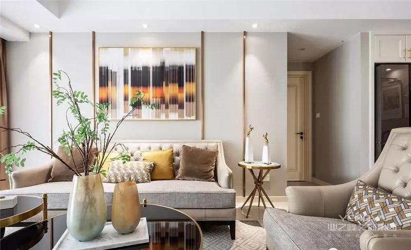 整体风格更倾向于自由浪漫的美式风格,但是屋主不希望古典气息过于浓厚,因此设计师加入了轻奢元素,让美式空间变得时尚精致起来。