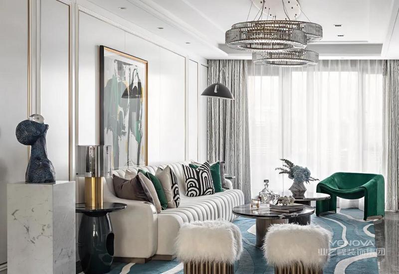 沙发设计简单,实用性强,舒适性好