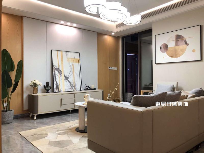 新安廈?西宸源著E戶型頂層合院6房2廳210㎡樣板房現代簡約風格:客廳裝修設計實景圖