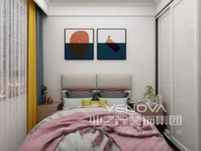 强调功能性设计,线条简约流畅,色彩对比强烈,这是现代风格家具的特点。此外,大量使用钢化玻璃