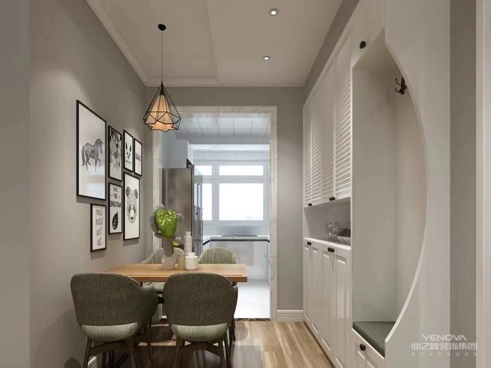 现代风格家居装修中,强调光环境的概念。在家居设计中,灯的外形设计可能并不能引起你的注意,而当天黑下来时,灯光的组合设计营造出来的特殊环境空间感,却可以给人很多联想的空间。灯在装修中被隐藏起来,而光的环境却体现独特的设计概念。