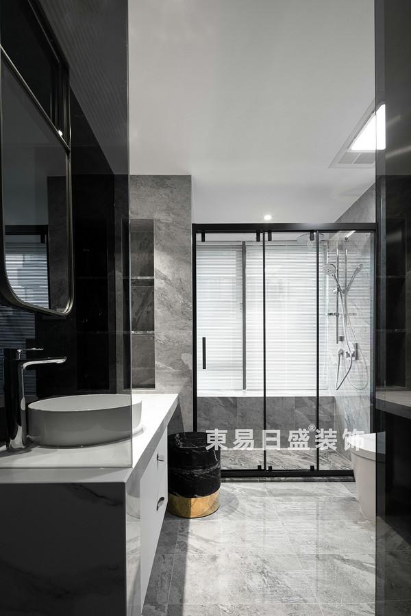 桂林江與城三居室135㎡現代風格:衛生間裝修設計效果圖