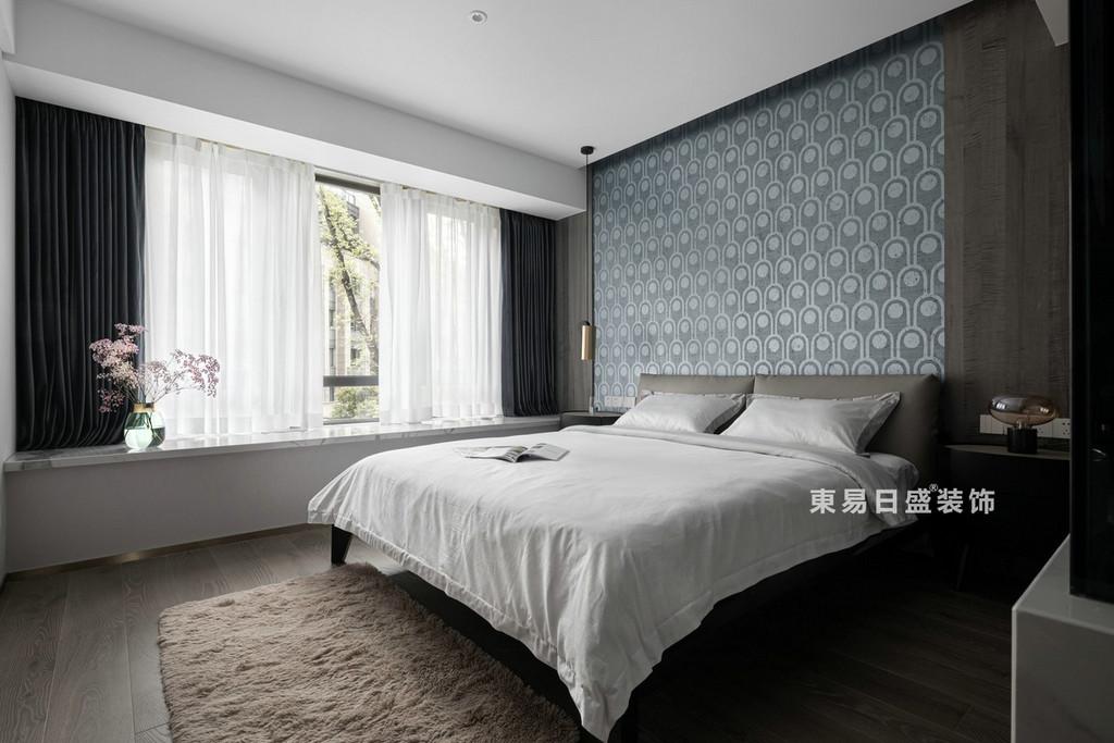桂林江与城三居室135㎡现代风格:主卧室装修设计效果图