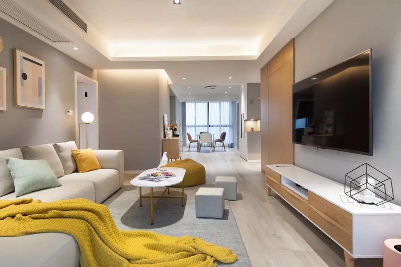 客厅空间在灰色调的墙面基础,整体现代简约的家居布置,呈现出一个轻松自然的氛围感。
