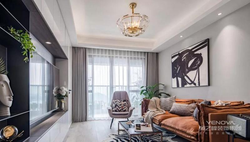 客厅用灰色调作为房间的基调,一种高级感在空间展开