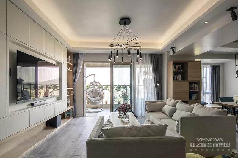 客厅的设计非常简约,用白色为主的电视背景墙和沙发,搭配木质的开放式格子,温馨而又舒适,收纳款的电视背景墙也非常实用。