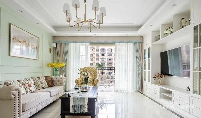客厅用薄荷绿作为主色调 布置深色木质茶几融入 几分深沉厚重 顶面点缀一盏金色吊灯