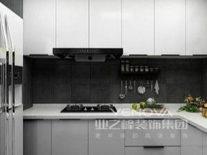 平常烧菜煮饭的时候合上推拉门,能够阻隔餐厅厨房的油烟、烧菜时的噪声,镜子构造能够拉申大客厅效果,看起来整个房屋更大气更简洁
