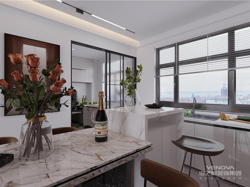 线条简洁的家具、到位的软装,色彩的搭配弥补了视觉上的单调。