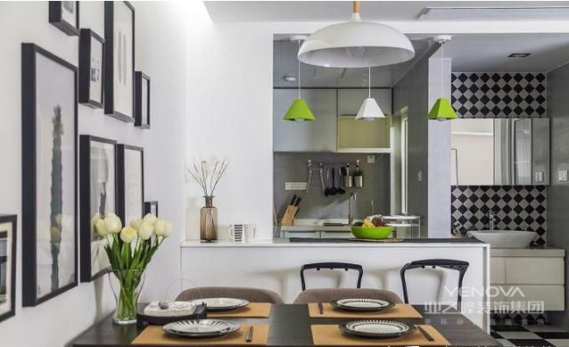 餐厅的设计比较简单,没有过多的装饰。但视觉效果很漂亮