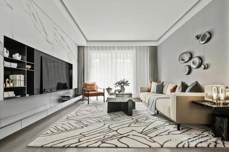 冷色调的客厅,现代感十足。地毯选择了较大尺寸,将沙发、茶几及周围区域,都容纳进来,这样看着舒适性更强,同时也可以增添客厅丰富性。