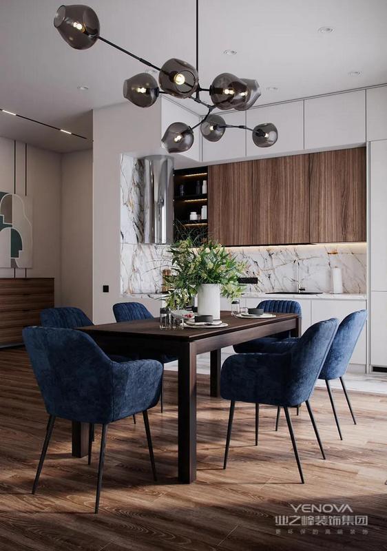 客餐厅一体化布局,大幅提升视野通透性,各空间的模糊界定,也丰富了空间的趣味性。
