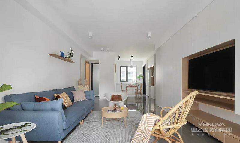 整个家以白木两色为主 加以少许灰蓝色的融入 形成令人倍感舒适的生活氛围