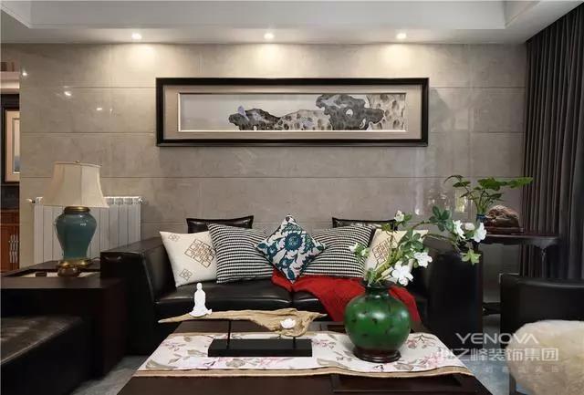 其实中式风格的设计主要是运用一些元素来进行装饰,比如在空间上,会用的比较多的是屏风来作为空间的衔接点。