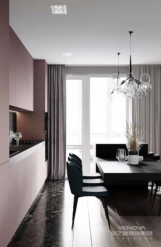 餐厅紫色相相呼应。勾勒出一种平和、温馨的氛围。