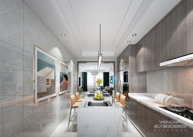 现代室内家具、灯具和陈列品的选型要服从整体空间的设计主题。家具应依据人体一定姿态下的肌肉、骨骼结构来选择、设计,从而调整人的体力损耗,减少肌肉的疲劳