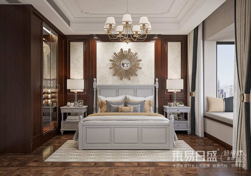 在卧室内,通常不会有顶灯,采用非炫目式灯光,显得温馨舒适。在饰品布置上,大多都是用成套的布艺来装饰房间。
