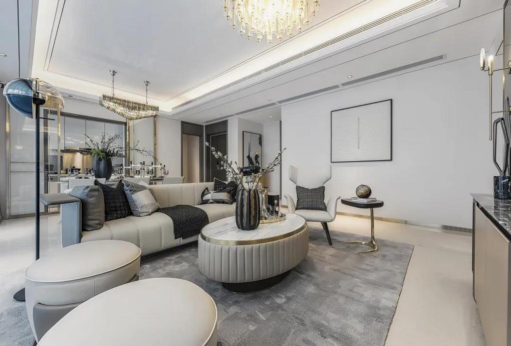 客厅整体以现代大方的空间,布置上优雅精致的家具软装与细节装饰,呈现出一种华丽从容的舒适氛围感。