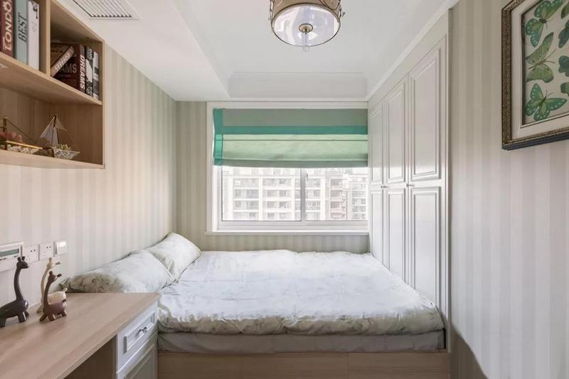 榻榻米书房以清新的浅绿为主色调,兼具客卧与工作区的功能。
