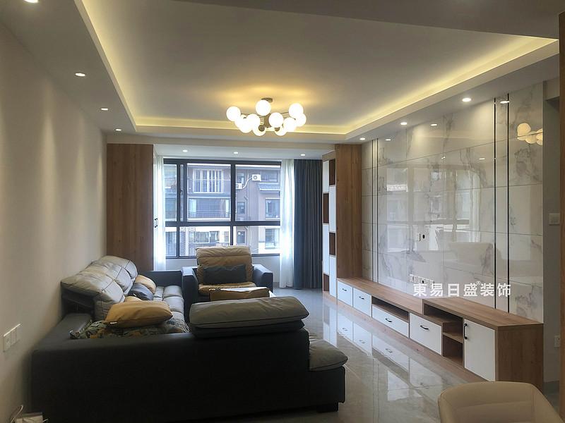 桂林悠山郡顶层复式楼180㎡现代北欧风格:客厅装修设计实景图