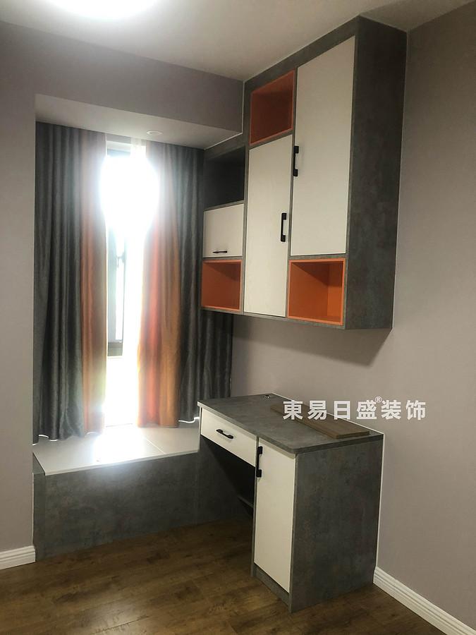 桂林悠山郡頂層復式樓180㎡現代北歐風格:主臥室收納裝修設計實景圖