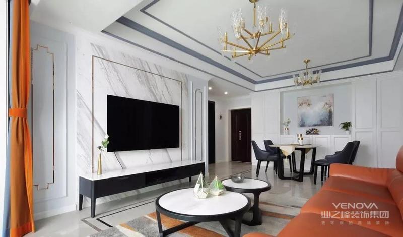深浅色的墙面配上橙色的装饰品和家具,与窗帘相搭配让家里的颜色相互呼应