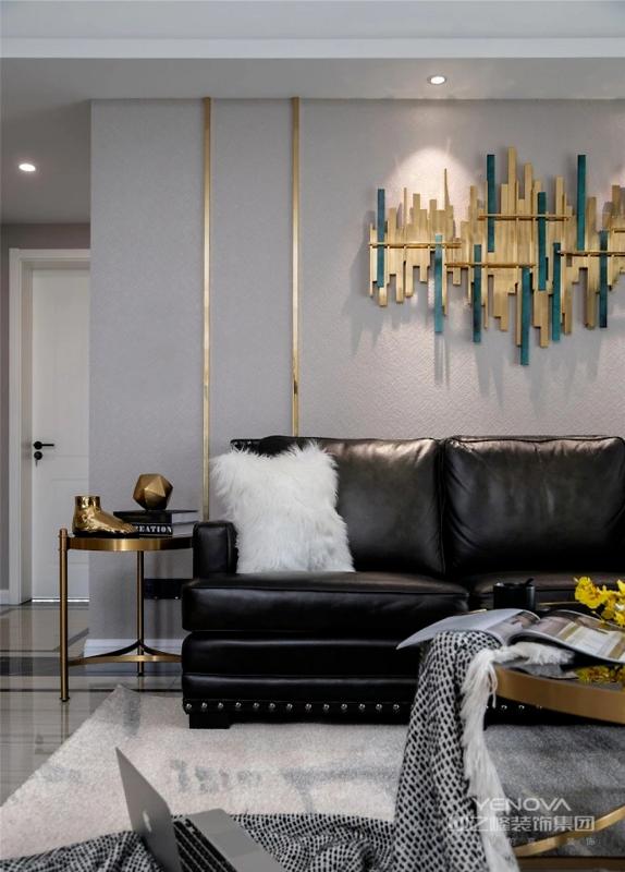 海吉布自带纹理,用于整个客厅背景墙为整个空间带来层次感,不锈钢条又为其添加时尚气质,质感满满。