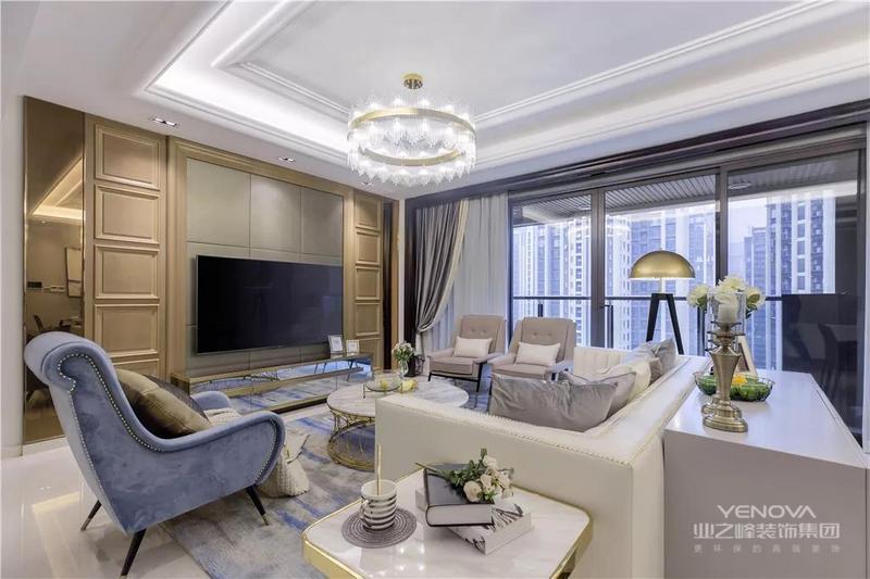 客厅整体以现代简洁的空间,搭配上优雅舒适的软装家居,呈现出一种实用自然的氛围感