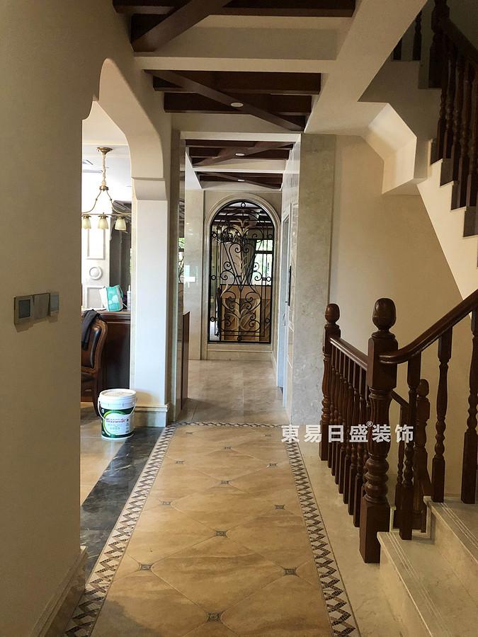 桂林信和信•原乡墅别墅500㎡美式乡村风格:过道装修设计实景图