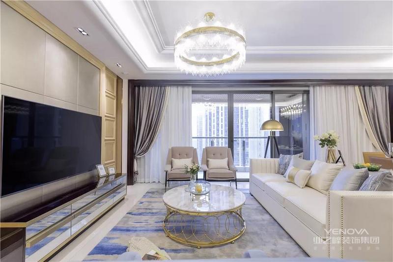 搭配现代舒适的优雅软装与家具,显得舒适而又精致